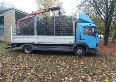 Zöldhulladék elszállítás csipegető kanalas teherautóval